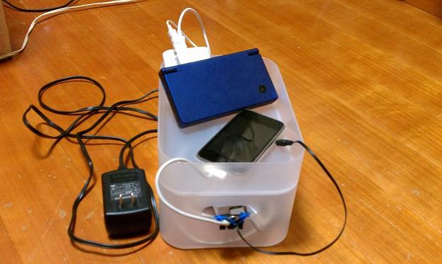 Photos: 積み重ねボックスで充電ステーション