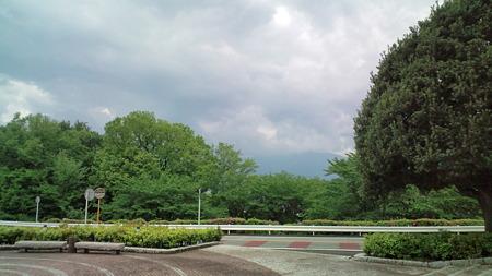箱根方面は怪しい雲に覆われ...