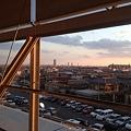 写真: エアポートウォーク名古屋:フードコートから名駅方面を望む