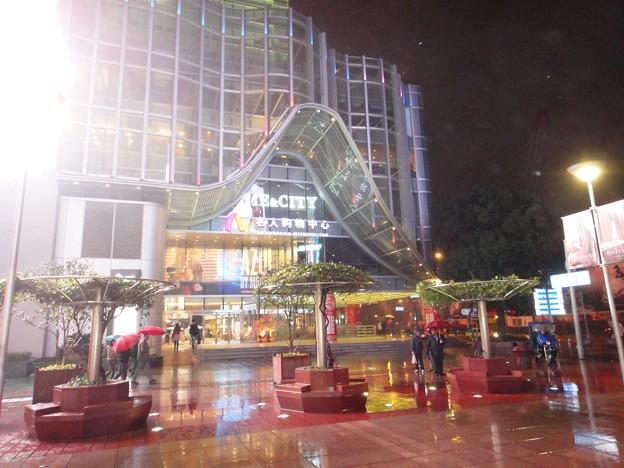 Photos: 雨の南京東路ME&CITY