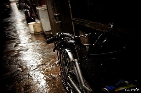 路地裏に雨2
