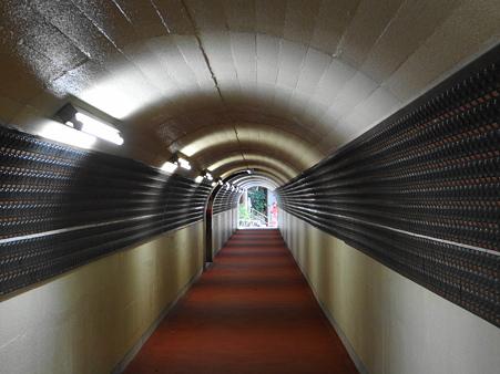 篠栗南蔵院:仲良し地蔵銅板トンネル