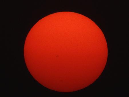 黄砂のフイルターで真っ赤な夕陽