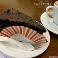チョコレートケーキとカプチーノ