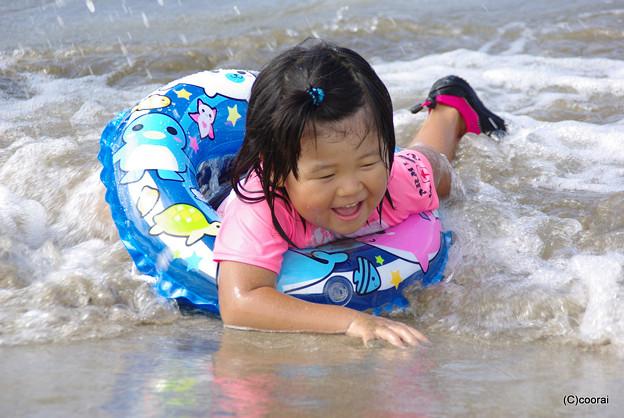 写真: 波と遊ぼう