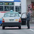 Photos: たばこ吸ってるのはタクシードライばーか?