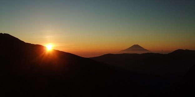 Photos: 富士山と朝日。荒川小屋