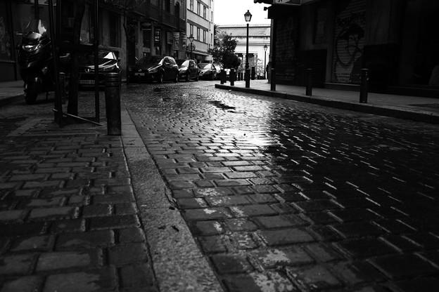 雨の石畳み