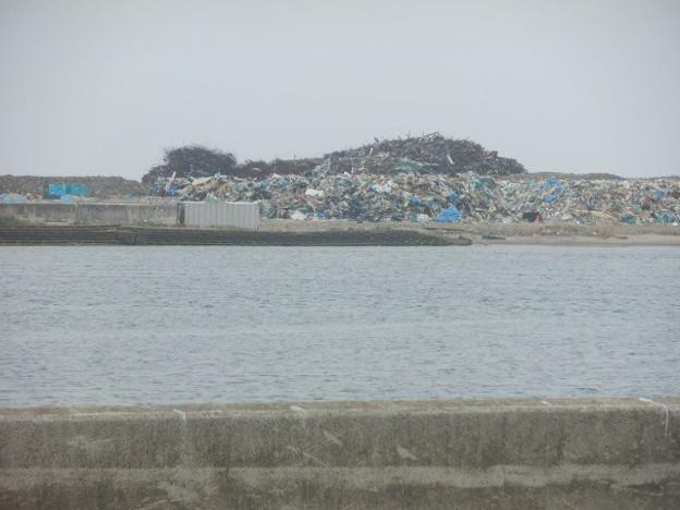 名取市閖上地区を訪れて1~震災から1年後の現状 瓦礫の山(1)