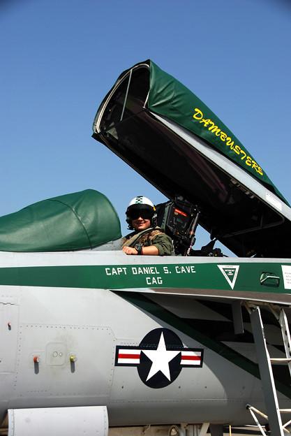 写真: F/A-18E VFA-195 DAMBUSTERS