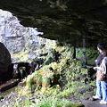 Photos: 岩室の大きさ人物比