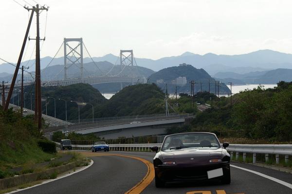 大鳴門橋をバックに走るYRリミテッド