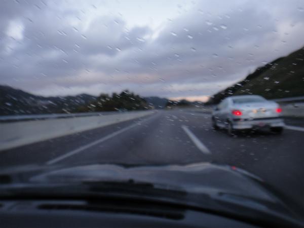 さっきまで快晴だったのに、途中で雨に降られた