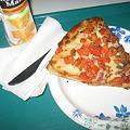 写真: 昼ご飯のピッツァ(でかい)
