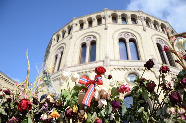 08.国会議事堂の献花